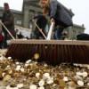 Tiran 8 millones de monedas al suelo en Suiza