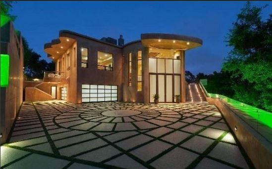 Rihanna house (1)